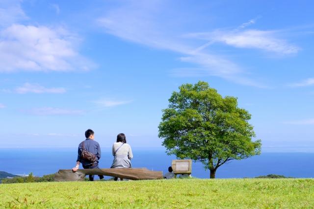 失恋直後は上手に慰めよう:青空と男女