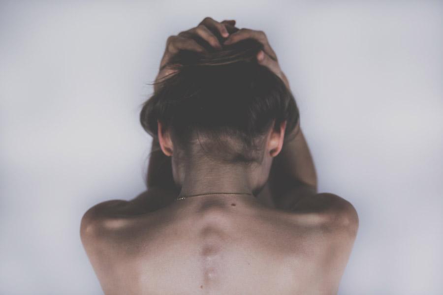 失恋で痩せるのはある種の「自己防衛機能」
